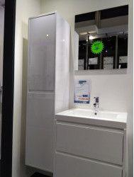 Outlet complete badkamermeubel set met hoge kast, wastafel van 60cm en spiegel op = op!
