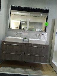 Outlet badmeubelset van 140cm met waskommen en spiegel op=op!