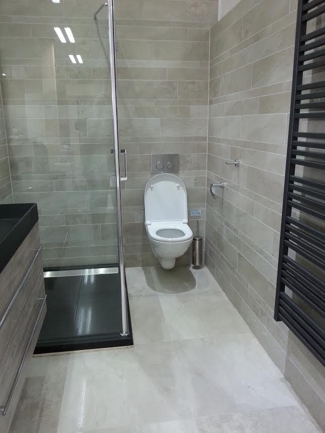 Badkamertegels lichtgrijs - Wanddecoratie badkamertegels ...